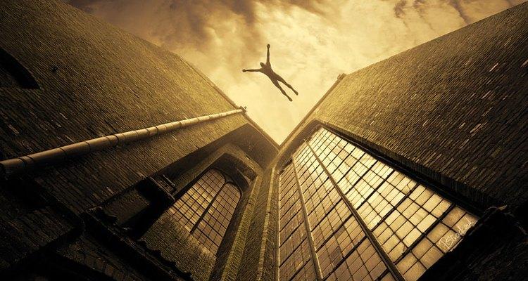Sonhar que está caindo pode ser reflexo de problemas que você está enfrentando no seu dia a dia