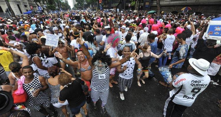 """No repertório do bloco, estão marchinhas de Carnaval como """"Quem não chora, não mama"""""""