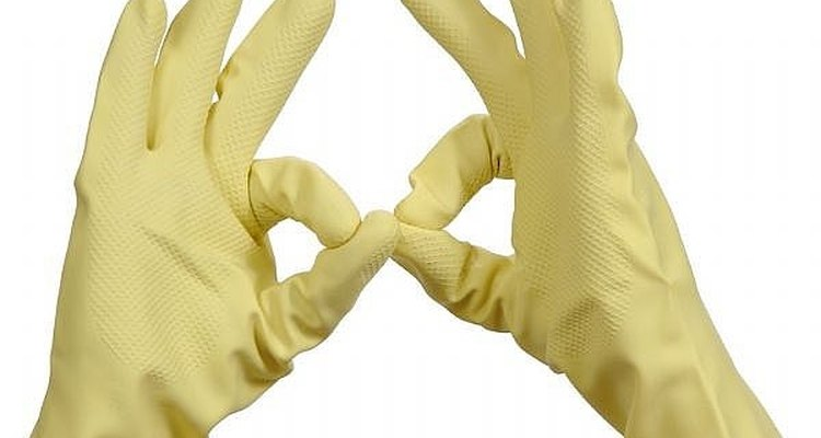 ¡Ponte guantes de goma cuando sea el momento de la limpieza!