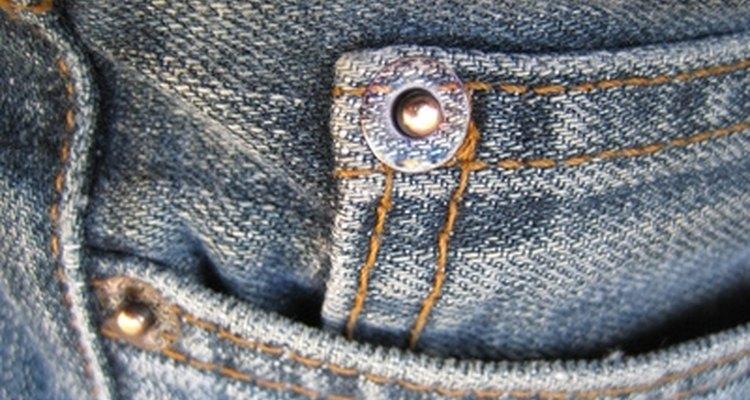 Elige zapatos para usar con jeans.