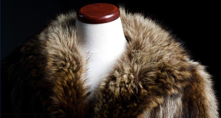 Remova odores de um casaco de pele