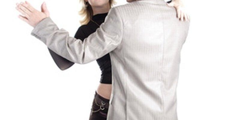Haz el paso básico del tango.
