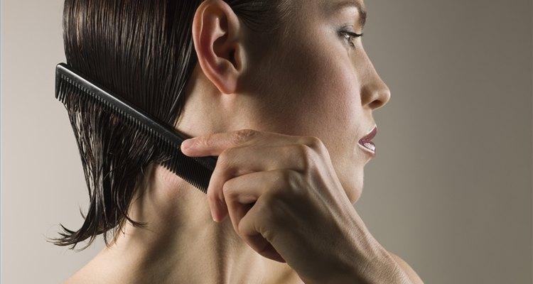 Use pente quente para alisar o cabelo