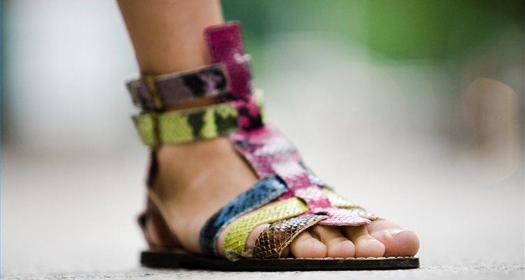 Evita el mal olor de pies con las sandalias.