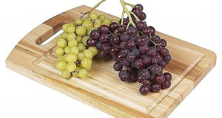 Las uvas amargas hacen vino dulce.