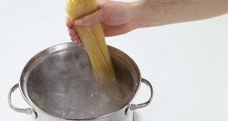 No rompas la pasta, deja que se doble.