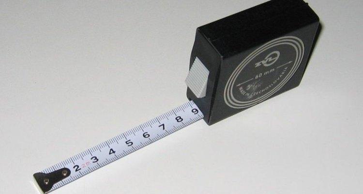Medir os puxadores de armários é rápido e fácil; basta seguir estes passos simples