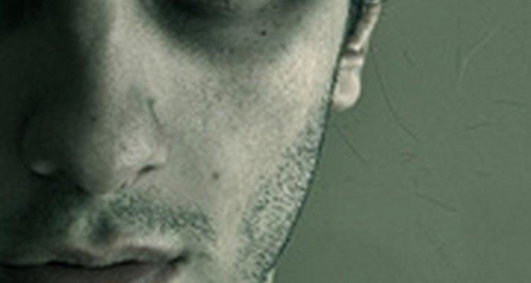 El abusador muestra sus emociones con ira.