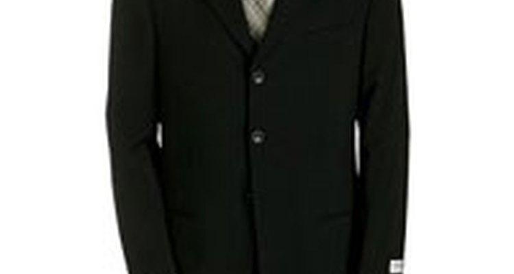 Clássicos e únicos, os ternos Armani chamam a atenção por onde passam