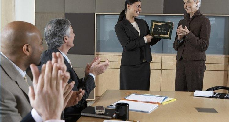 Inicia un premio del empleado del mes.