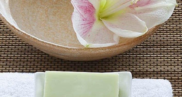 Sabonete de abacate é gentil em peles sensíveis e relativamente fácil de fazer em casa