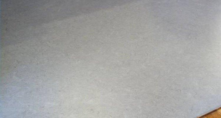Los pisos de linóleo presentan algunas ventajas con respecto a los de vinilo, como su composición, su durabilidad y resistencia.