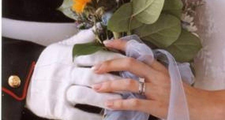 Las bodas militares pueden celebrarse en las bases o fuera de ellas.