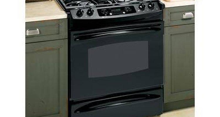 Limpe a superfície esmaltada do fogão