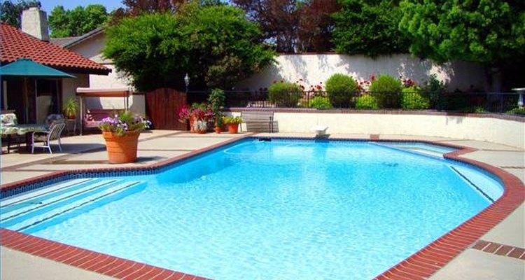 Como cortar dramaticamente seus custos de manutenção da piscina