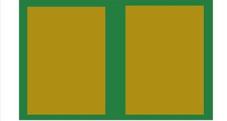 Cole a segunda capa mantendo distância equivalente das bordas e reservando o espaço da lombada
