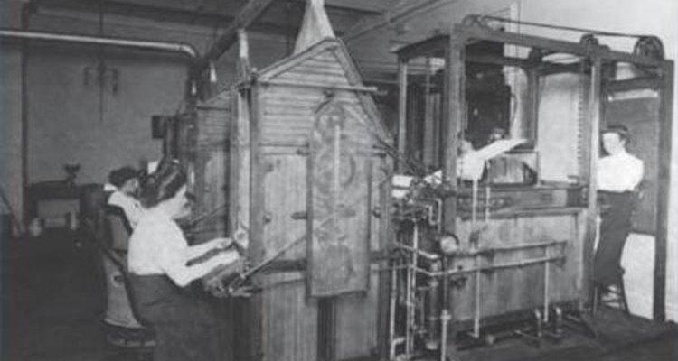 No início do século XX, o Departamento do Tesouro dos EUA inventou uma máquina de lavar dinheiro que limpava e secava mais de 35 mil notas por dia