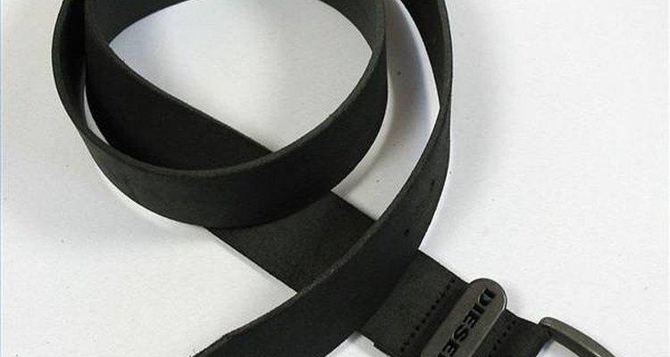 Haz cinturones de cuero.