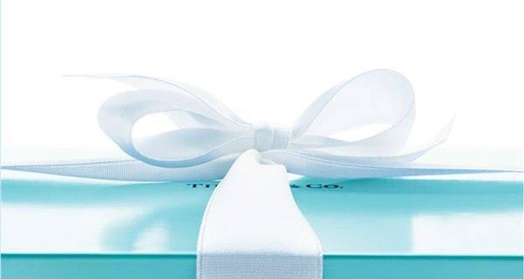 Aprenda a distinguir um colar verdadeiro da Tiffany's de um falso