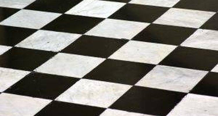Pintar uma parede ou chão em xadrez não é tão difícil quanto parece