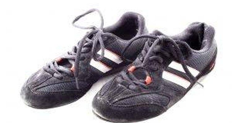 Cómo limpiar los zapatos deportivos olorosos.