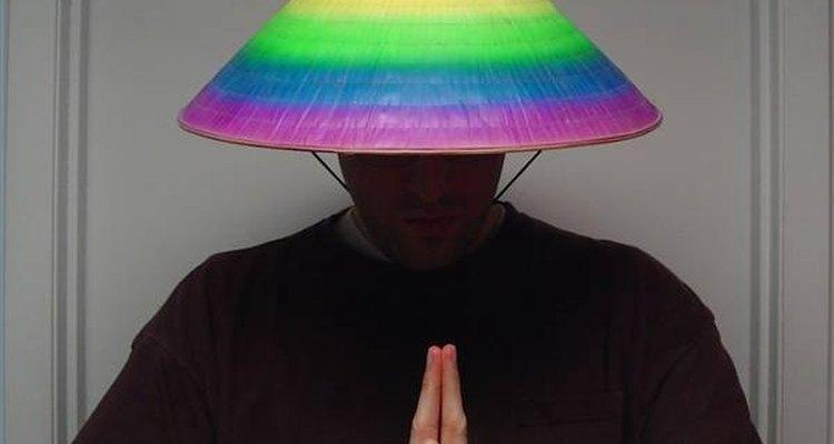 Faça um chapéu de palha com papel