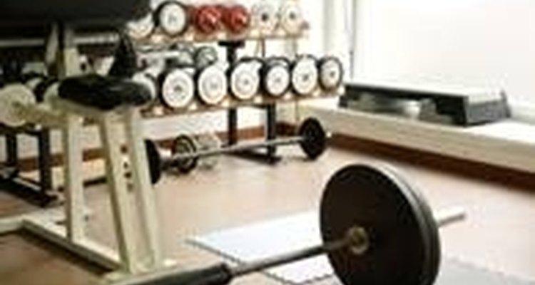 Poucas repetições e muito peso é a chave para um corpo magro