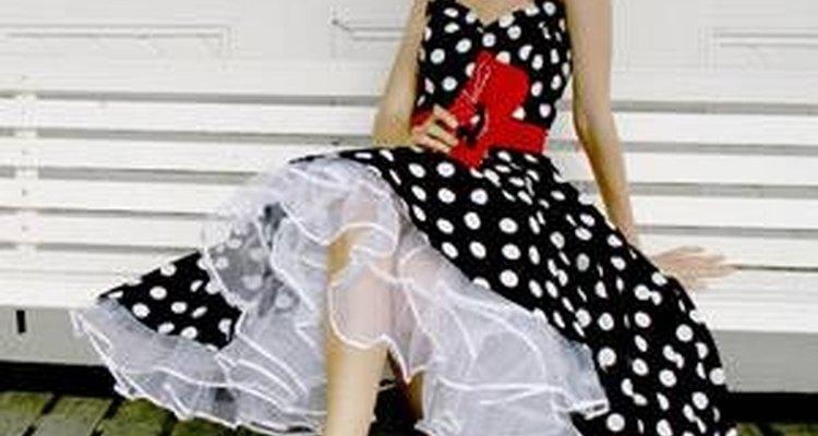 Vestidos de bolinha sempre criam visuais muito estilosos