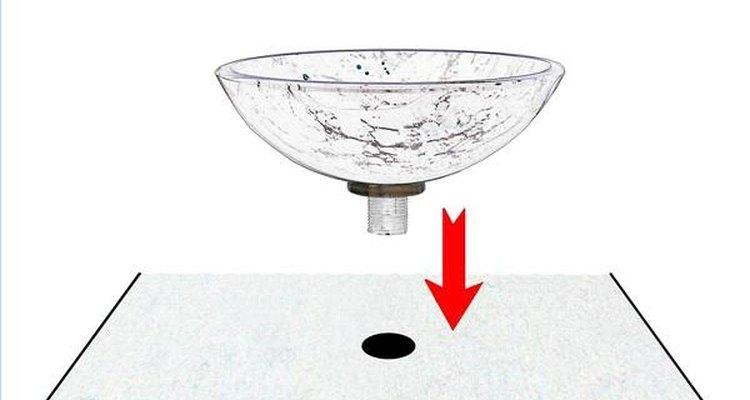 Passe a linha de drenagem pelo buraco de drenagem de seu lavatório