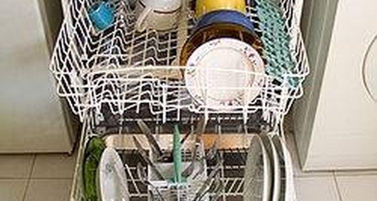 Mantenha os escorredores de sua máquina de lavar deslizantes e livres de ferrugem