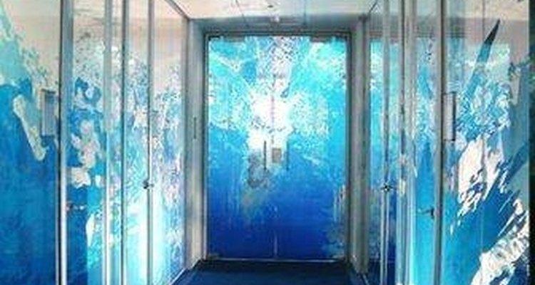 Cómo quitar una capa de polarizado de una puerta de vidrio.