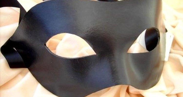 Use sua criatividade para projetar um disfarce mascarado