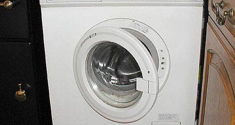 Limpia la manguera del lavarropas.