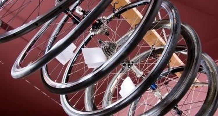O silicone funciona bem como um adesivo para colar câmara de bicicleta
