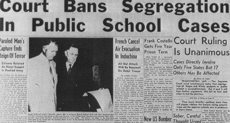 """En 1954, la Suprema Corte de los Estados Unidos dictaminó que """"las instalaciones educativas separadas son inherentemente desiguales""""."""