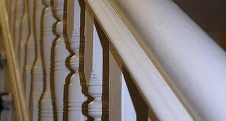 Esta guía te ayudará a pintar fácilmente tus barandas de escalera y barandillas.