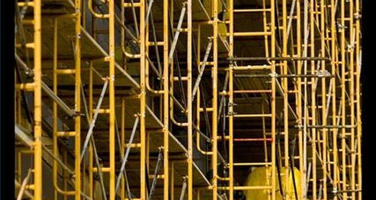 """""""Scaffolding"""" é uma palavra inglesa que significa """"ter/pôr andaimes"""", como os usados na construção civil"""