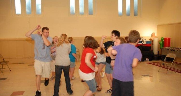 Aprovecha estas ideas para entretener a un grupo de jóvenes.