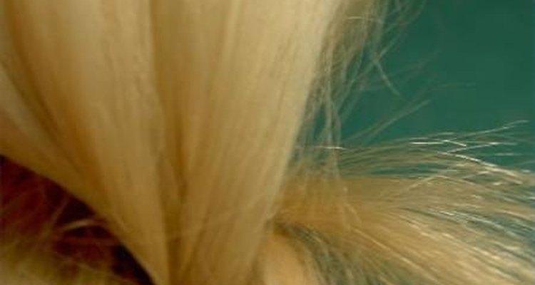 El aceite de almendras es un excelente producto para cuidar el cabello.