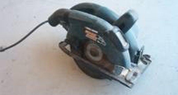 Las sierras circulares se usan para hacer cortes cortos y largos.