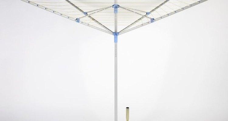 Los tendederos tipo paraguas son un tipo común de línea que ahorra espacio.