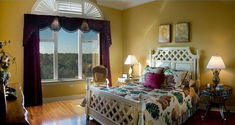 Foto de uma cama em um quarto