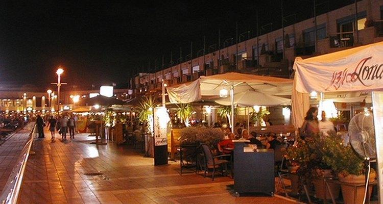 Herzliya com cerca de 84 mil habitantes