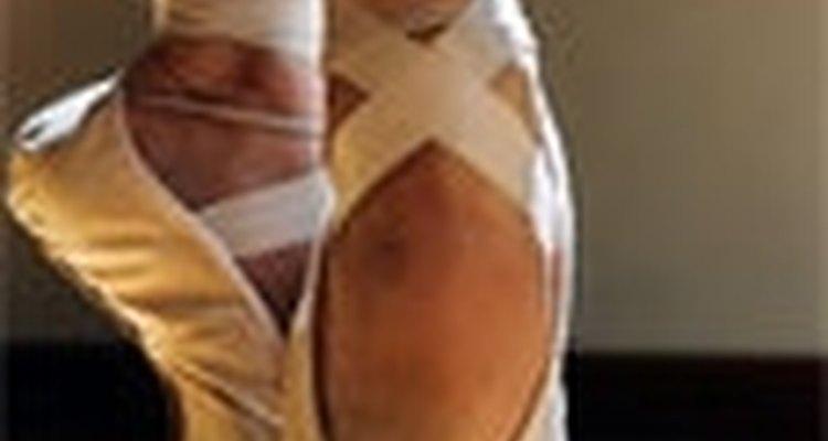 Las elegantes y estilizadas zapatillas de ballet.