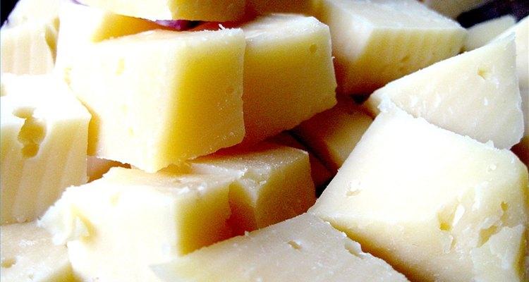 Hay muchas variedades de quesos, pero el proceso básico de fabricación es muy similar.