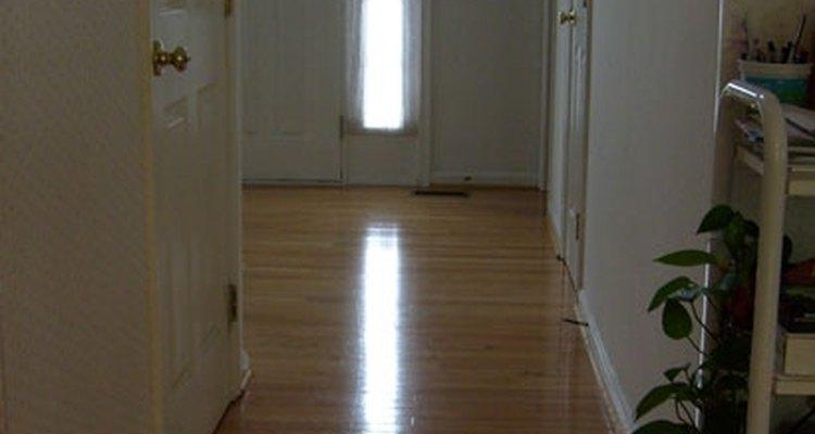 Cera de piso caseira pode ser feita com ingredientes comuns
