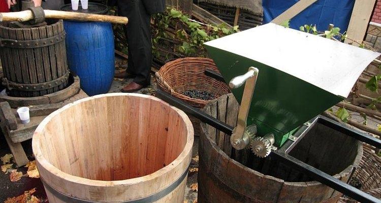 Aprende cuáles son las herramientas para la fabricación de vino.