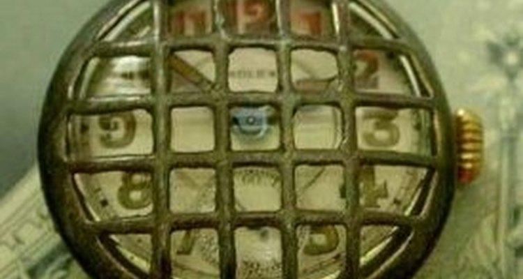 Os primeiros relógios militares possuíam uma grade de metal para proteção