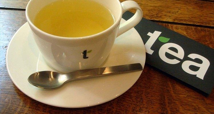 Os suplementos de ervas em forma de chá ajudarão a aliviar seus sintomas