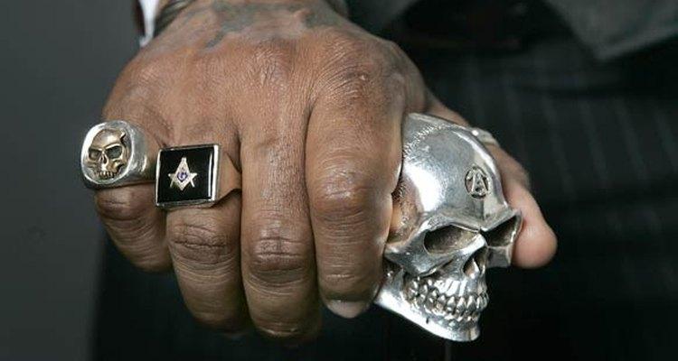 Usar el anillo sirve como medalla de autentificación de tu membresía y como recordatorio de tu obligación.
